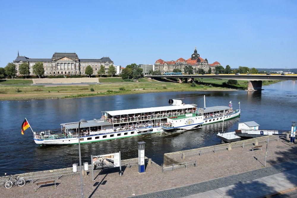 Dampfschifffahrt auf der Elbe bei Dresden | Bild: DieReiseEule